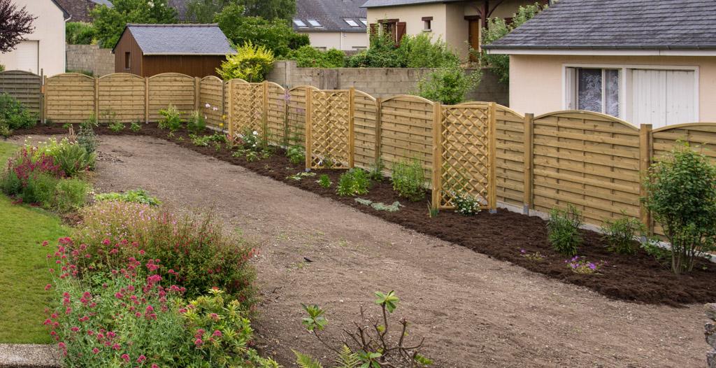 Afficher le sujet petit jardin de ville en broc liande arrosoirs - Amenagement petit jardin de ville angers ...